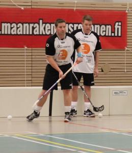 Kari Kuurne (etualalla) on Flanelsin naisten uusi päävalmentaja.